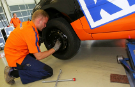 Video: Fastest car wheel change record title smashed
