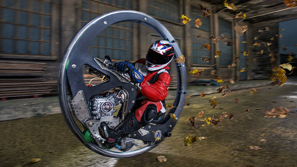 Video: Fastest monowheel motorcycle speeds into Guinness World Records 2017 book