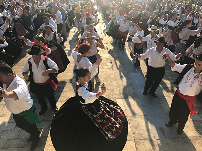 Largest Portuguese folk dance 3