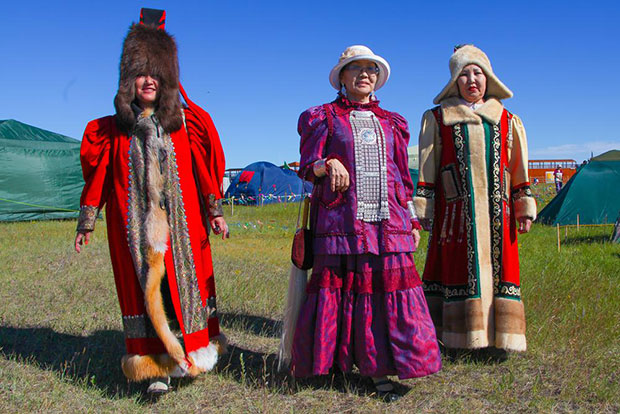 Largest gathering of people wearing traditional Yakut clothing Russian women