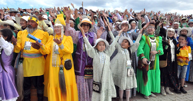 Largest gathering of people wearing traditional Yakut clothing celebrating