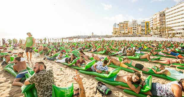 Video Spanish Beer Brand Breaks Four Beach Themed Records