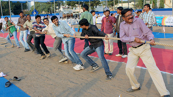 India smashes record for largest tug of war tournament by more than 3,000 people