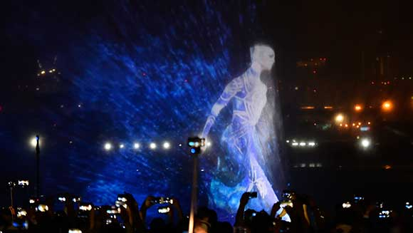 Dubai Festival City captivates shoppers with record-breaking 893 m² water projection light show