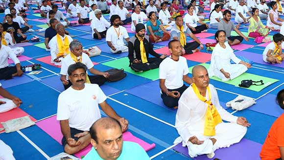 Largest yoga lesson: 54,522 participants break record in India