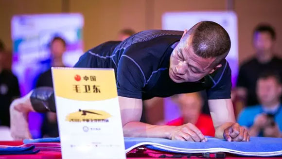 Longest abdominal plank: New world record as Chinese and American strongmen battle in tense showdown