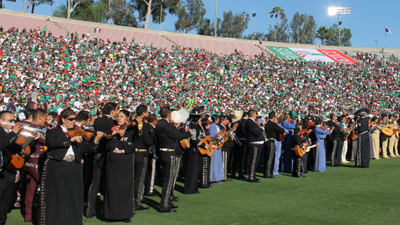 Pasadena breaks Mariachi record at Rose Bowl for Gold Cup