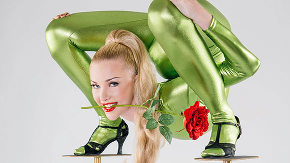Multiple record-setting contortionist attempts back-breaking new challenge - Guinness World Records Italian Show
