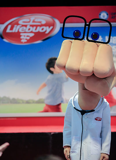 Most high fives given by a masot in three minutes Lifebuoy masot