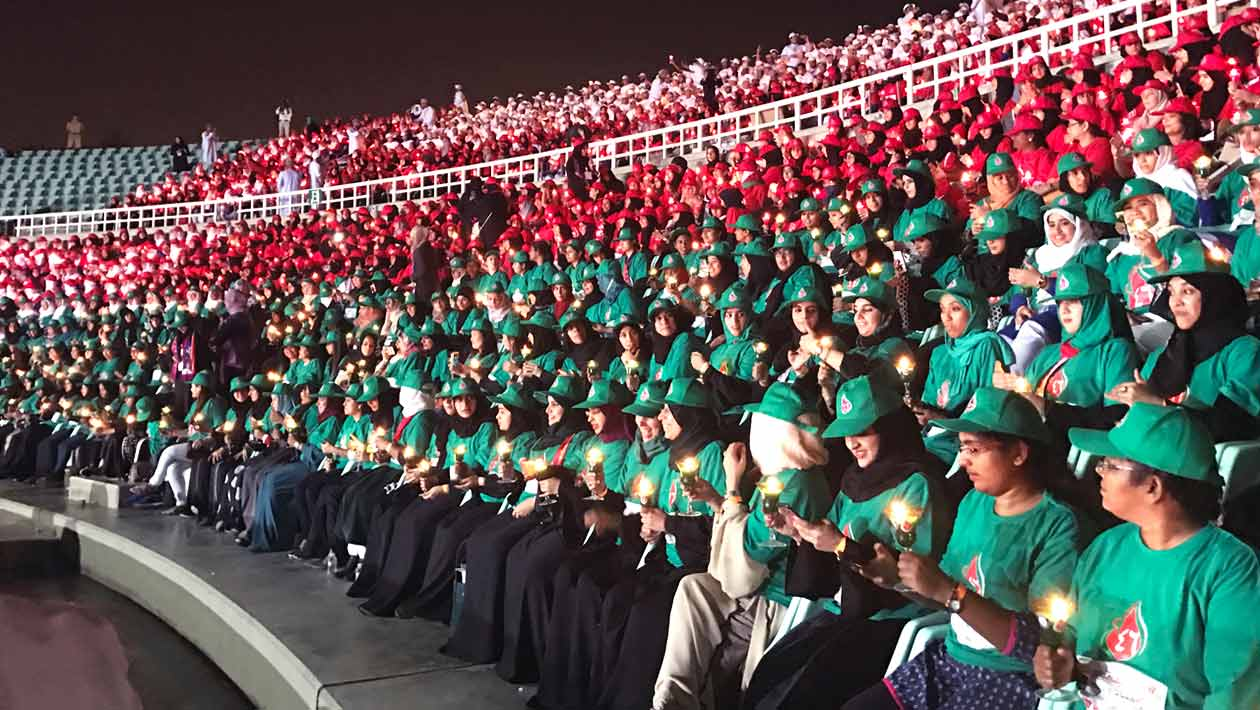 Thousands celebrate Oman National Day with most people blowing out candles record attempt