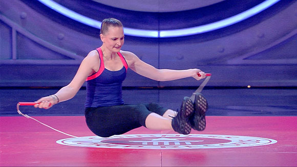 Watch German skipping rope expert set new record - while sitting down!
