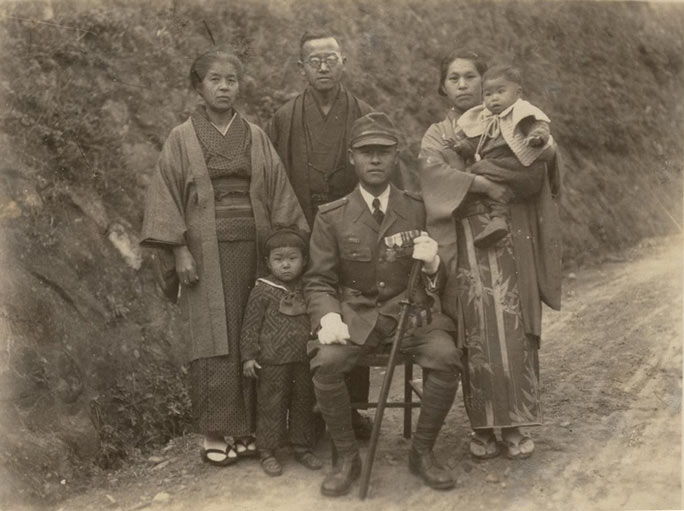 From right: Chizuru (second daughter), Miyako, Masao, Masao's brother (name unknown), Etsuko (eldest daughter), Shige (Masao's sister)