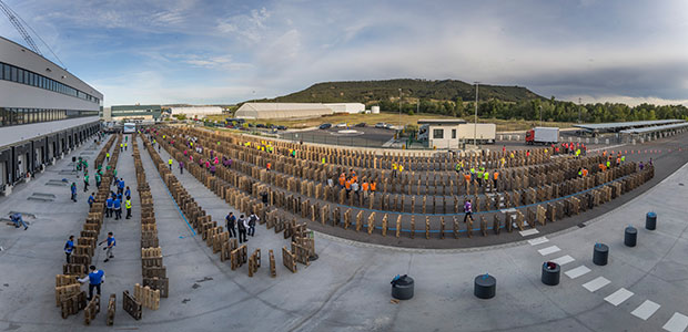 domino pallet topple Panoramic view