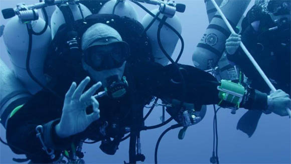 Ahmed Gabr breaks record for deepest SCUBA dive at more than 1,000 feet