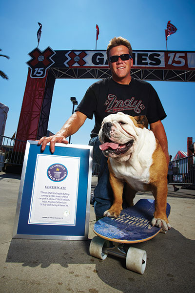 Tillman-fastest-100-m-on-a-skateboard-by-a-dog-owner-and-certificate