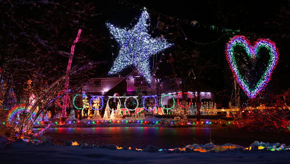 New York family regains Most Lights on a Residential Property world record