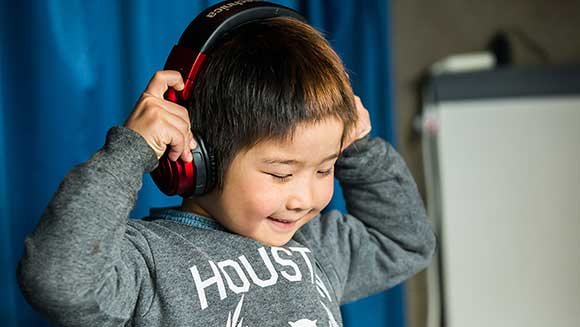 Video: Six-year-old Japanese boy becomes world's youngest club DJ