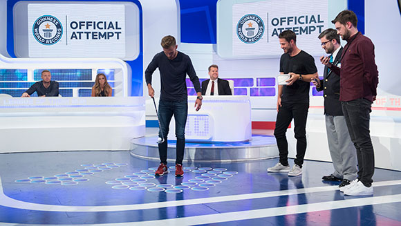 Watch Arsenal's Aaron Ramsey set golf keepy-uppy record on A League of Their Own