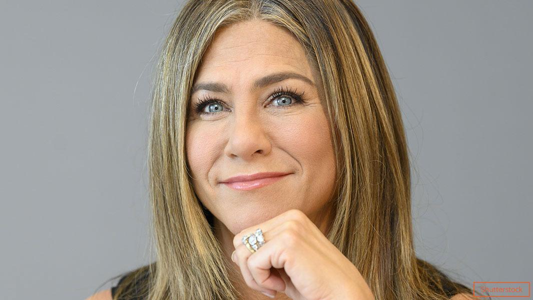 Salma Hayek welcomes Jennifer Aniston to social media with throwback photo