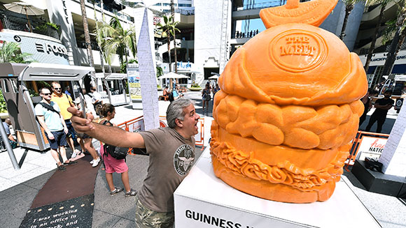 US restaurant proves it is the big cheese with enormous cheddar sculpture