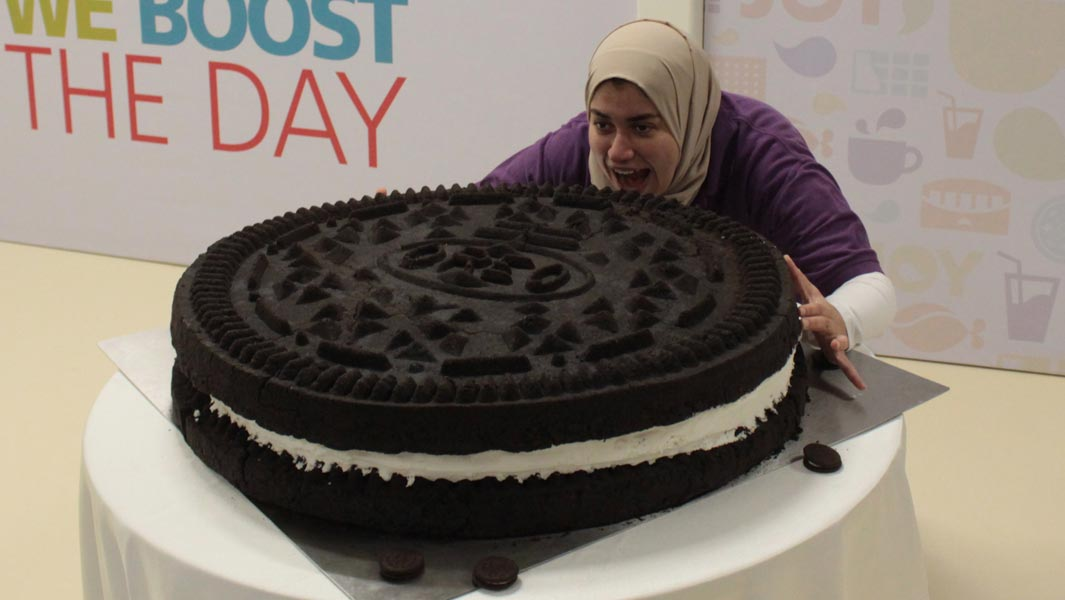An Oreo biscuit weighing 73 kg has been made – and it looks mouth-wateringly good