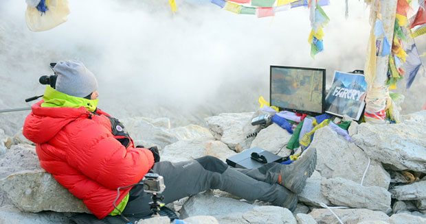stephen-daultrey-highest-altitude-videogame-console-session-on-land