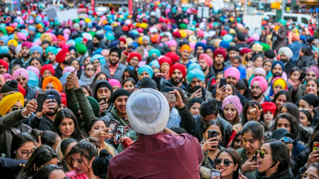 Sikhs of New York achieve massive turban tying record in Times Square