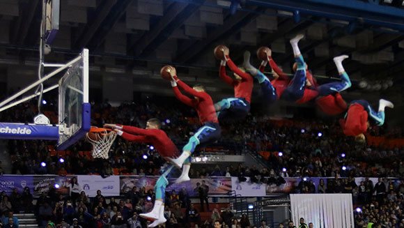 Video: Watch dramatic moment basketball acrobat breaks trampoline slam dunk world record