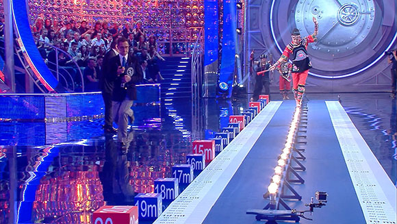 Fastest time to cross 20 m on light bulbs Italian Show