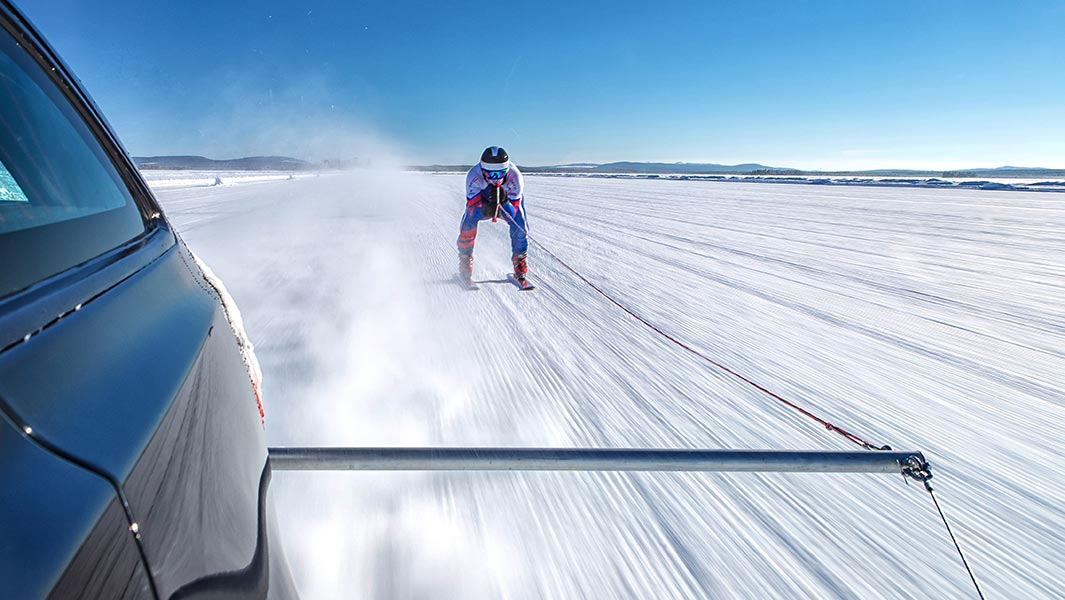 Jaguar Land Rover tows Olympic skier Graham Bell into the record books at 189.07 km/h