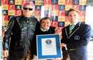 Roberto Pettinato helps set hair dyeing record in Argentina