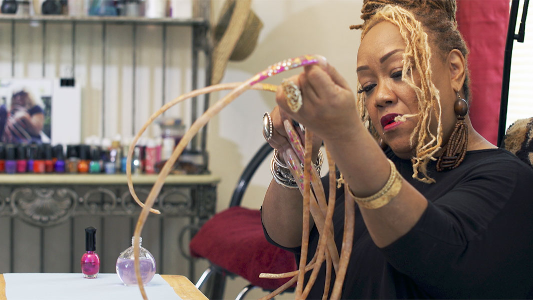 Video: How to grow the world's longest fingernails - Ayanna Williams