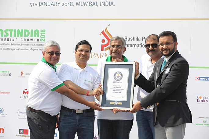 GWR judge Swapnil presents a certificate to Plastindia Foundation