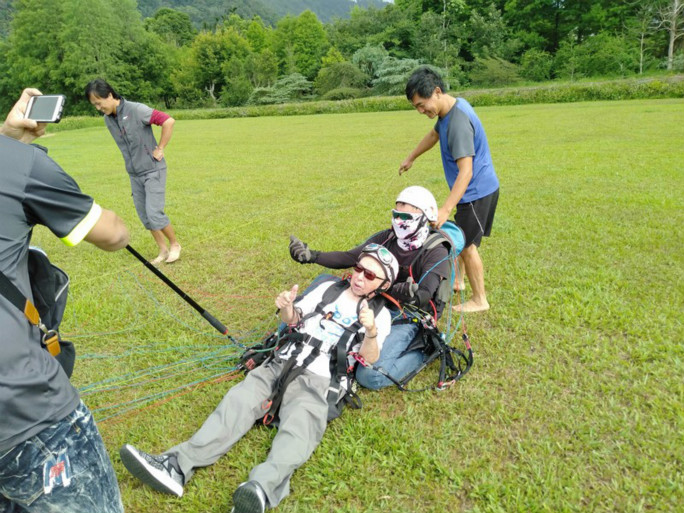 Oldest person to tandem paraglide landing