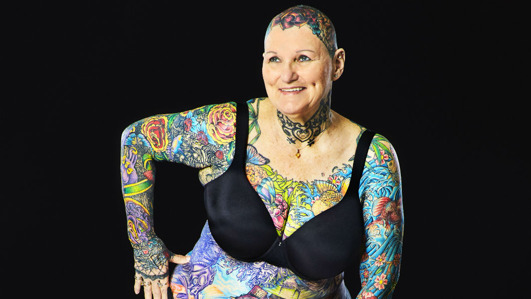 69 Year Old Becomes The Most Tattooed Woman Ever With 98 75 Of Her