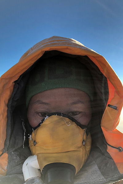 lhakpa-sherpa-in-oxygen-mask-while-climbing-everest