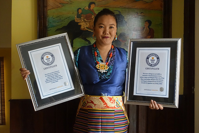 lhakpa-sherpa-with-Guinness-World-Records-certificates-for-most-climbs-of-Everest-by-a-female