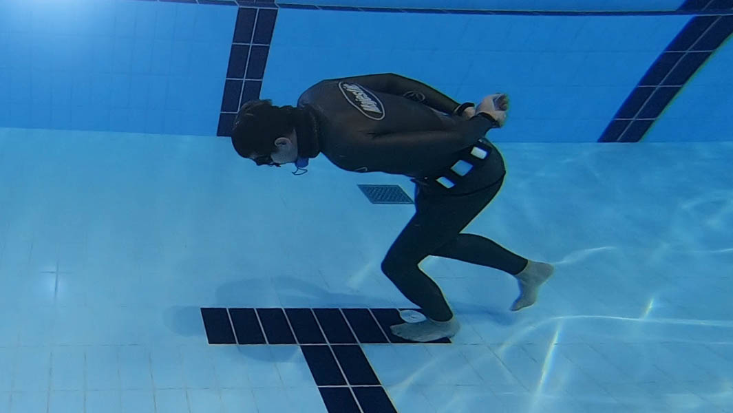Longest underwater walk with single breath record smashed