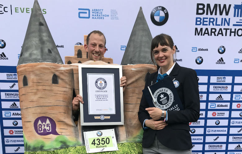 Fastest marathon dressed as a landmark building (male)