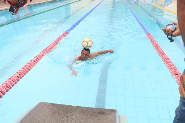 Fastest time to swim 50 metres whilst balancing a football (soccer ball) on the head